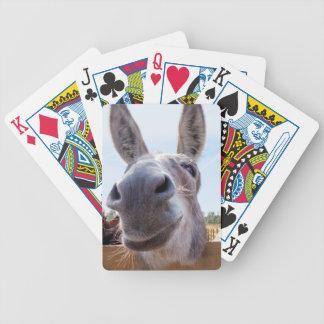 Lächelndes Esel-Fahrrad mit albernem Grinsen auf Poker Karten