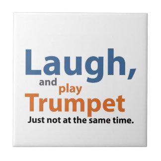 Lachen und Spiel-Trompete Kleine Quadratische Fliese