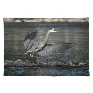 Landendes großes Blau-Reiher-Tier-Vogel-Foto 3 Stofftischset