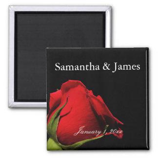 Lange aufgehaltene Rosen-persönliche Hochzeit Quadratischer Magnet