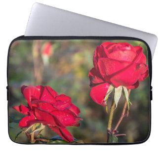 Laptophülse mit zwei Roten Rosen Laptop Sleeve