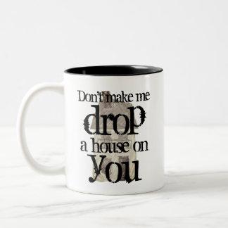Lassen Sie mich nicht ein Haus fallenlassen auf Zweifarbige Tasse