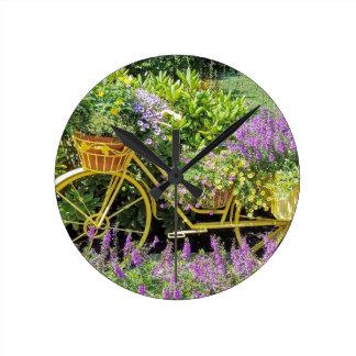 Lavendel u. gelber Fahrrad-Pflanzer Runde Wanduhr