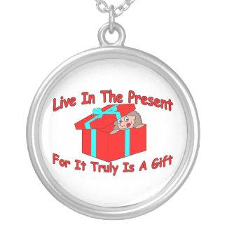 Leben Sie im Geschenk Versilberte Kette