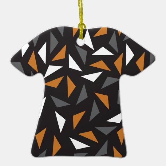 Lebhafte Dreiecke Keramik T-Shirt-Ornament