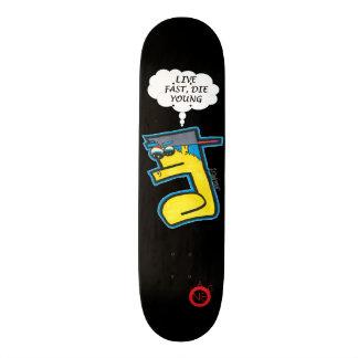 Lebhaftschnelles die jungen Skateboard Skateboarddeck