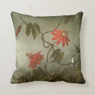 Leidenschafts-Blumen und Kolibris durch Martin J Kissen
