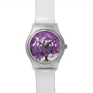 Leuchtende lila Herz-Blatt-Baum-Hochzeit Uhr