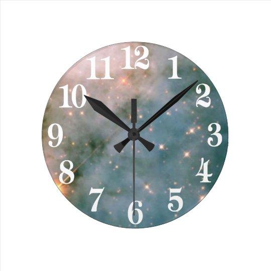 Leuchtender Carina-Nebelfleck Runde Wanduhr