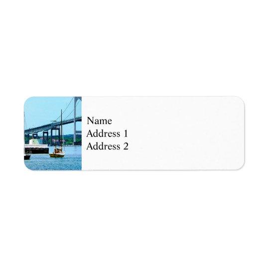 Leuchtturm, Brücke und Boote, Newport, RI Kleiner Adressaufkleber
