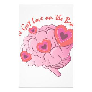 Liebe auf Gehirn Büropapiere
