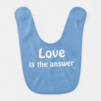 Liebe ist das Antwort-Weiß auf blaues Lätzchen