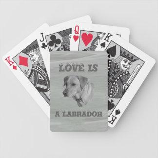 Liebe ist ein Labrador gegenüberstellen Poker Karten