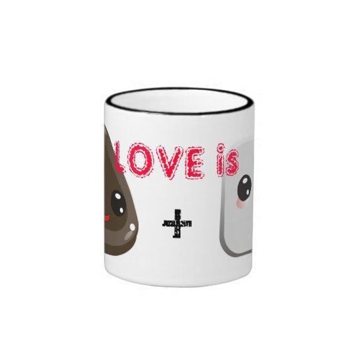 Liebe ist Tasse mit niedlichem Eibisch- und Schoko