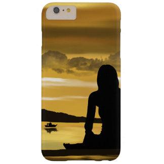 Liebe, romantischer Sonnenuntergang auf dem Strand Barely There iPhone 6 Plus Hülle