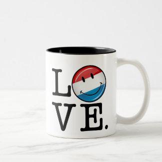 Liebe von lächelnder Flagge Luxemburgs Zweifarbige Tasse