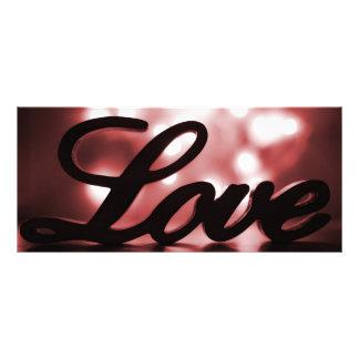 Liebezeichen mit roten Scheinlichtern hinten Werbekarte