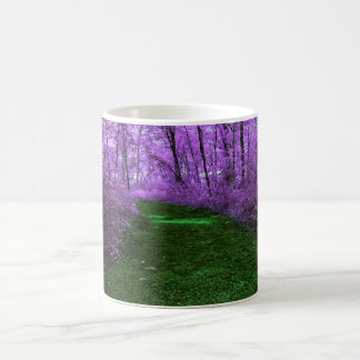 Lila Baum-mystisches Holz und Smaragdgrün-Weg Kaffeetasse