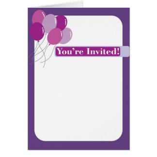 Lila Einladung mit Ballonen