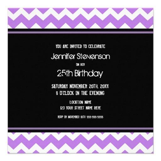 Lila schwarzes Zickzack 25. Geburtstags-Party Einladungskarten