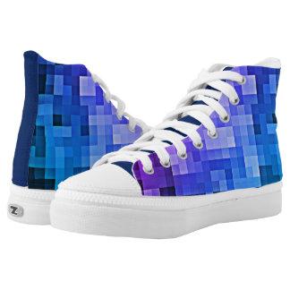 Lila und blauer Funky 8 Bit Pixel-Entwurf tritt Hoch-geschnittene Sneaker