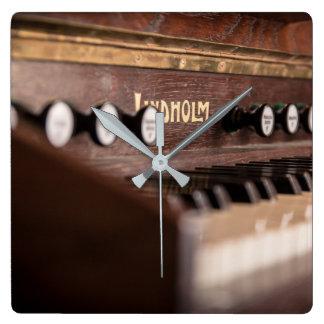 Lindholm Harmonium Quadratische Wanduhr