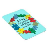 Lösen des Puzzlespiel-… blauen flexiblen Magneten