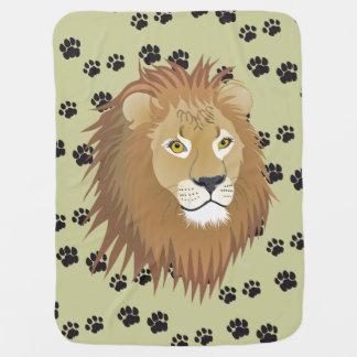 Löwe Löwenspuren Löwenabdrücke Tatzen Babydecke