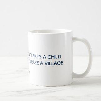 Lustig: Er nimmt ein Kind Raze ein Dorf Tasse