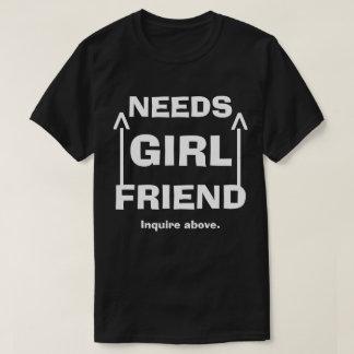 Lustige Bedarfs-Freundin erkundigen sich oben T-Shirt