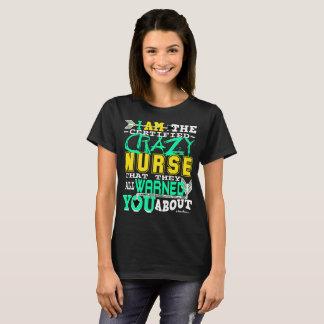 Lustige zugelassene verrückte Krankenschwester T-Shirt