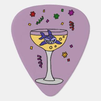 Lustiger Haifisch in Champagne-Glas Plektrum