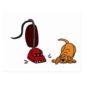 Lustiger Hund ängstlich vom Staubsauger Postkarte