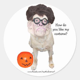 Lustiger Hund mit menschlicher Maske Runder Aufkleber