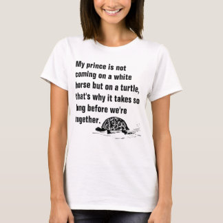 Lustiger Prinz auf einem Schildkröte-Damen-T - T-Shirt