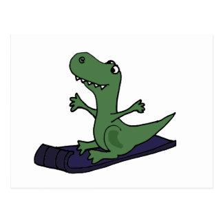 Lustiger Trex Dinosaurier-Sledding Cartoon Postkarte