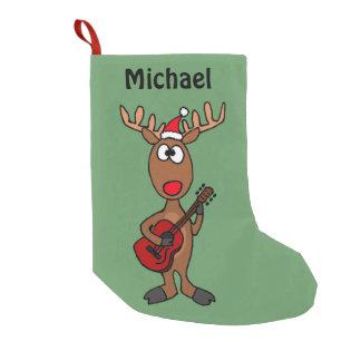 Lustiges Ren, das Gitarre spielt Kleiner Weihnachtsstrumpf