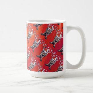 Lustiges Ren-Muster auf Rot Tasse