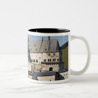 Luxemburg, Vianden. Vianden Chateau (B. 15. Zweifarbige Tasse