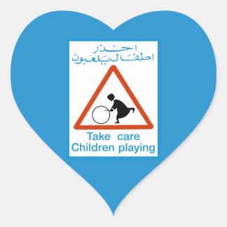 Mach's gut die spielenden Kinder, Verkehrszeichen, Herz-Aufkleber