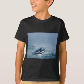 Mädchen des Nebels nahes hohes Niagara Falls, T-Shirt