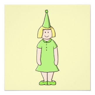 Mädchen in einer grünen Geburtstags-Ausstattung Quadratische 13,3 Cm Einladungskarte