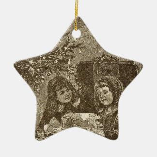 Mädchen unter einem Weihnachtsbaum Keramik Stern-Ornament