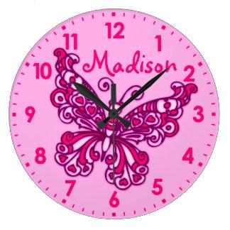 Mädchenraum-Namen-Wanduhr des Schmetterlinges rosa