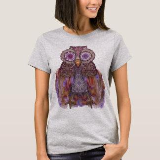 Magische Eule. Collage mit Spitze und Federn T-Shirt