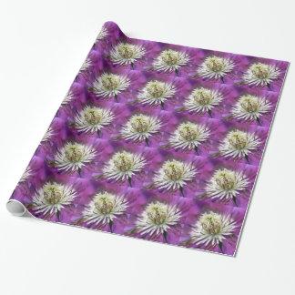 Makro lila Clematis-Blume Geschenkpapier