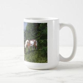 Malen Sie Pferd durch Waldstrom-Tasse Tasse