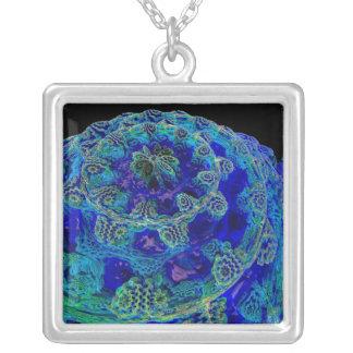 Mandelbulb Fraktal. Computererzeugtes Bild von Halskette Mit Quadratischem Anhänger