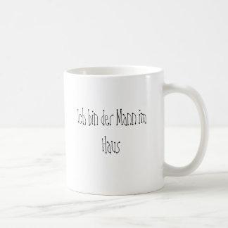 Mann im Haus Tasse