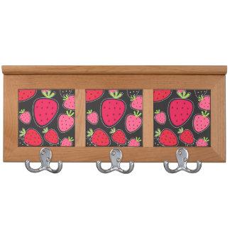 Mantelgestell mit Erdbeeren